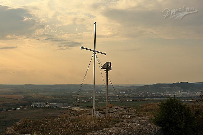 Кръстът над село Разделна