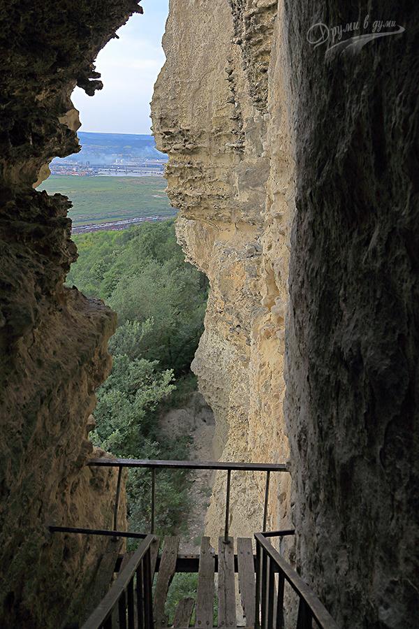 Петрич кале - гледка в края на стълбата