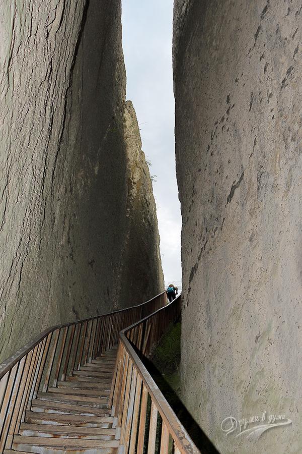 Крепост Петрич кале - стълбата в тесните скали