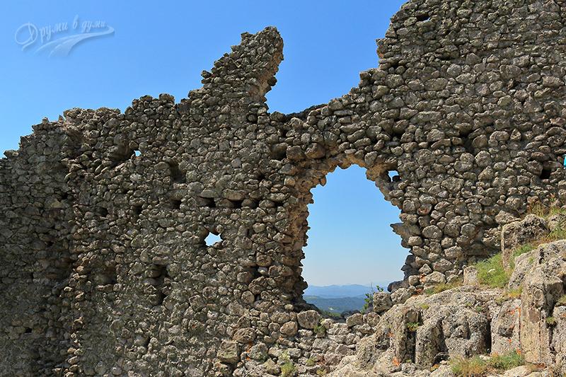 репост Устра - стената и гледките през дупката