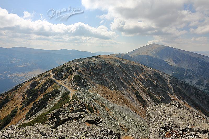 Поглед напред към Лопушки връх
