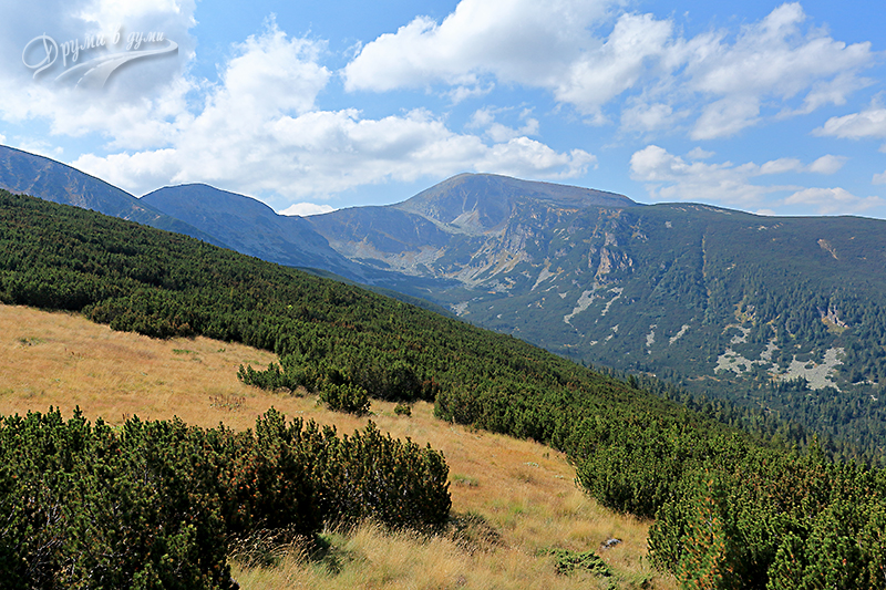 Гледка към билото от връх Малък Мечит