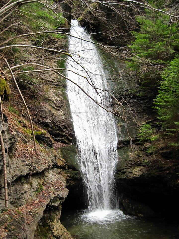 Водопад Костен камък до село Орехово