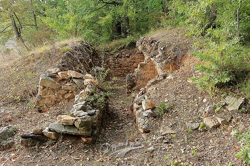 Край село Евренозово - римската гробница