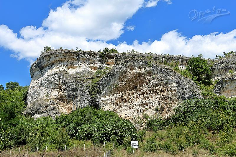 Мегалитът Кован кая край село Долно Черковище
