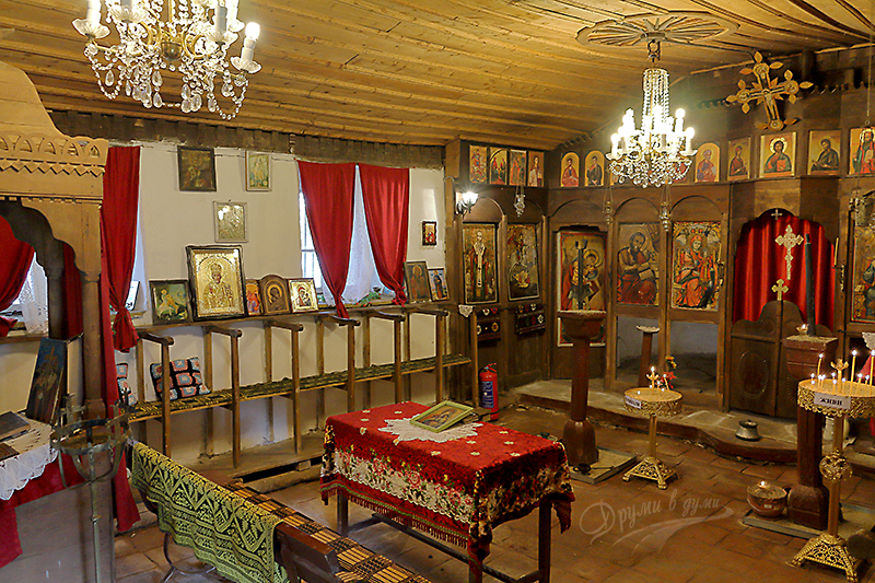 Вътре в църквата Св. Лука