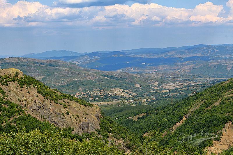 Гледки по път в района на Крумовград