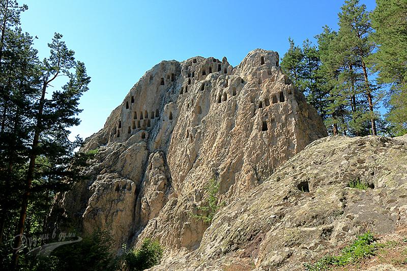 Тракийско скално светилище Орлови скали край Ардино