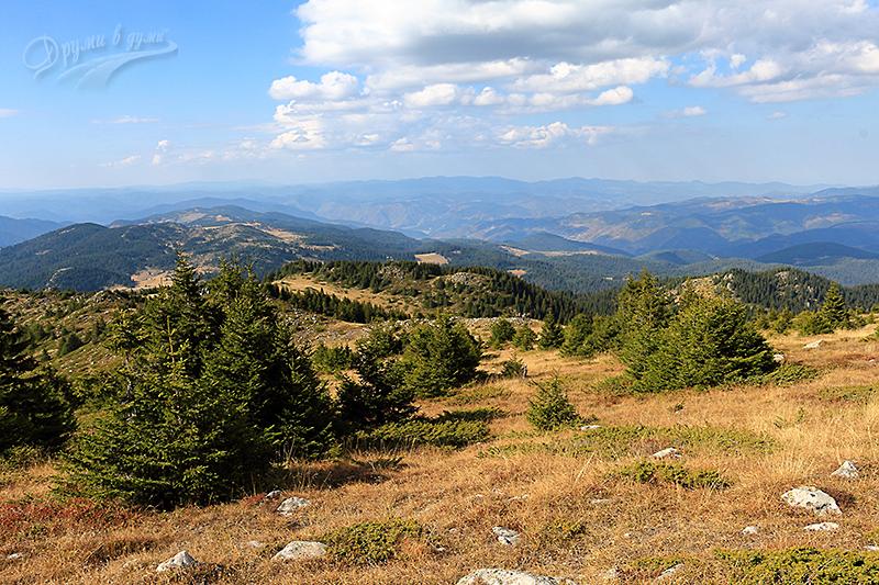 Гледки напред северозападно от връх Орфей