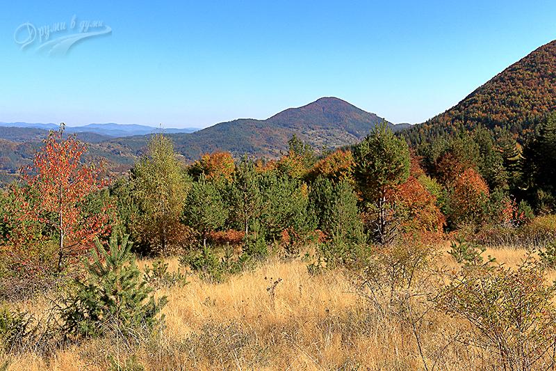 Китна есен в Родопите - гледки по пътеката