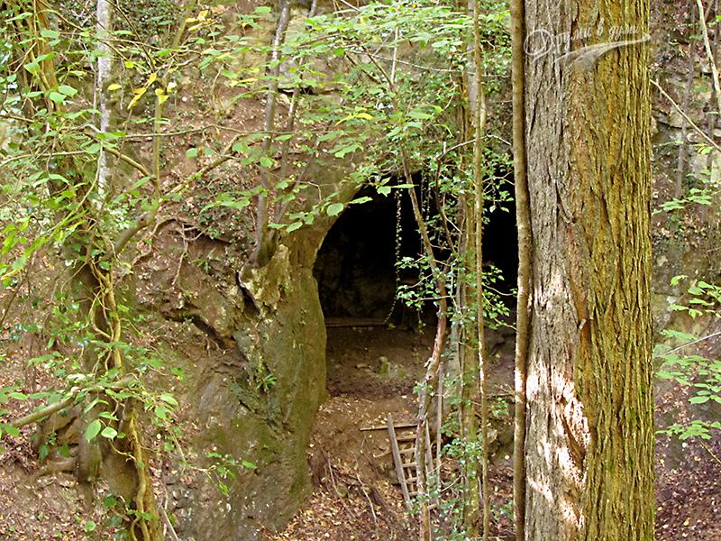 Входът към пещера Света Марина