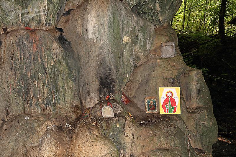 В пещера Света Марина