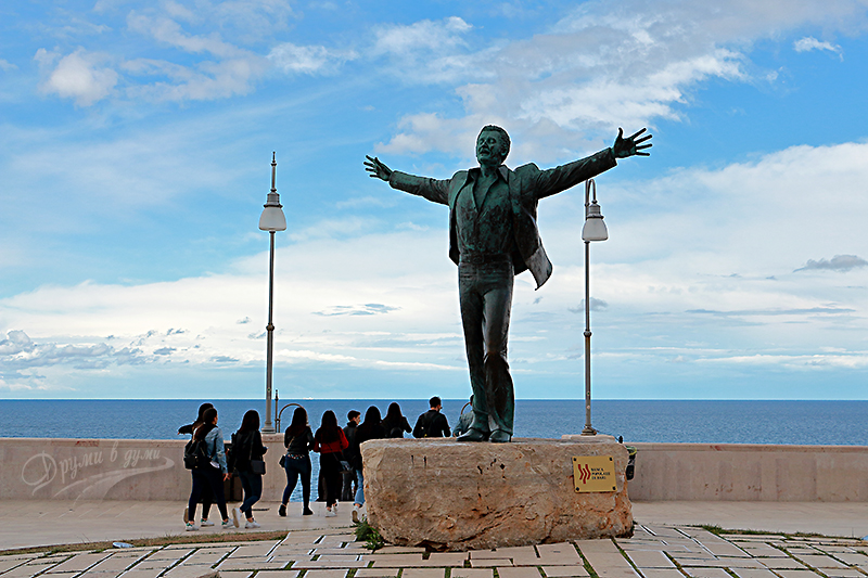 Domenico Modugno monument