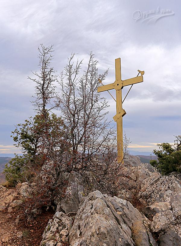 Кръстът над село Скрино