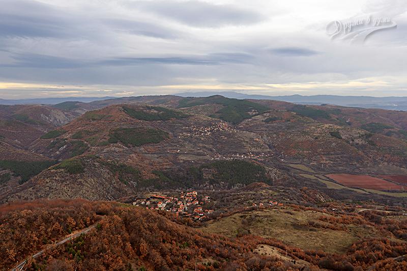 Гледка от Кръста към село Скрино