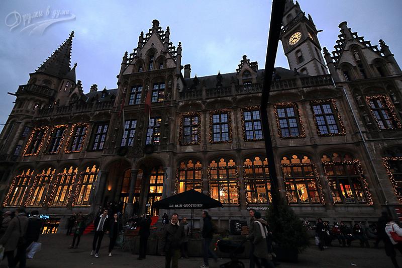 Площад Коренмаркт и сградата на старата поща