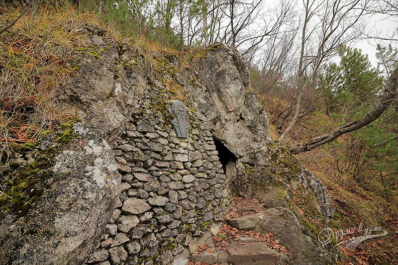 Пред пещерата