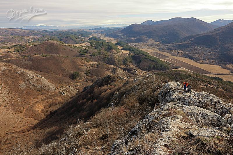 Връх Драговски камък: поглед към югоизток - Витоша и Рила на хоризонта