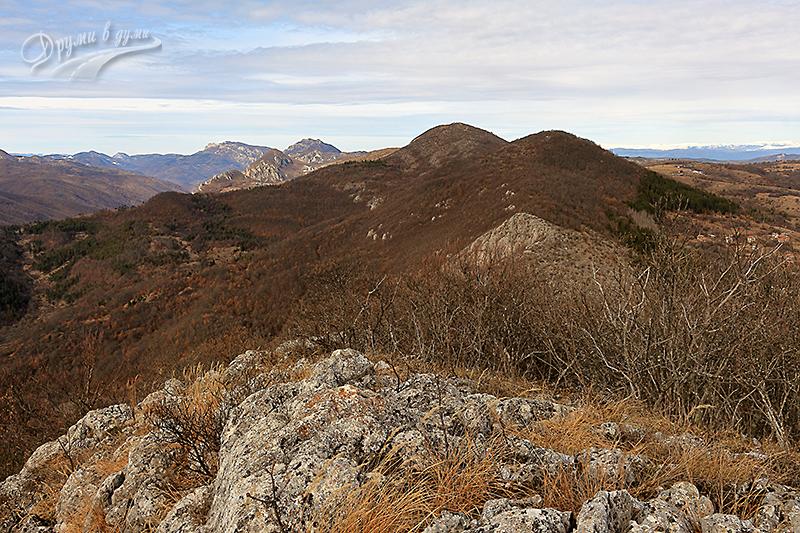 Поглед от връх Стакьов камик към връх Голеш
