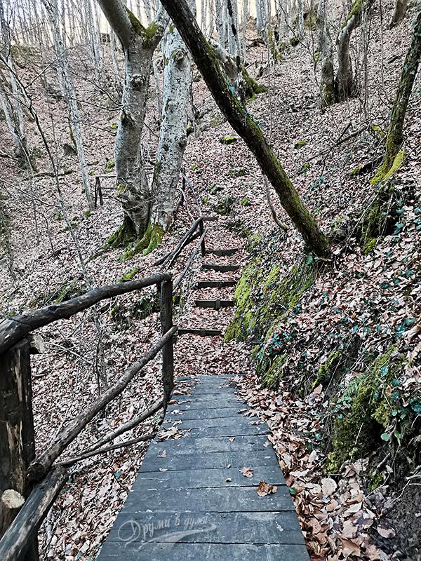 Финални метри на пътеката към Каменишки водопад