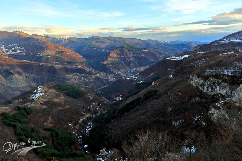 Над водопад Бовска Скакля - поглед към Искърското дефиле