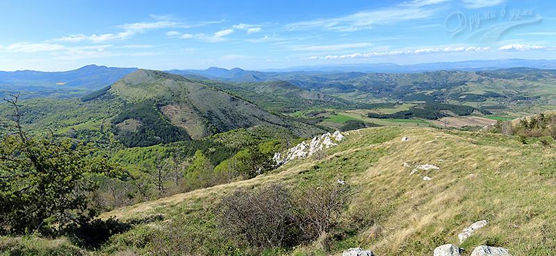 Гледки по маршрута към връх Любаш