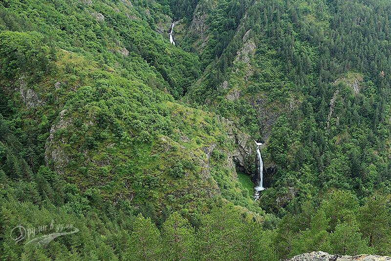 Птичи поглед към Овчаренските водопади