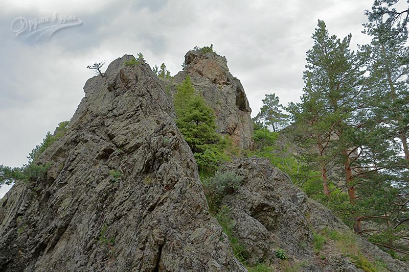 В подножието на скалистия Големи камък - от тук започва катеренето