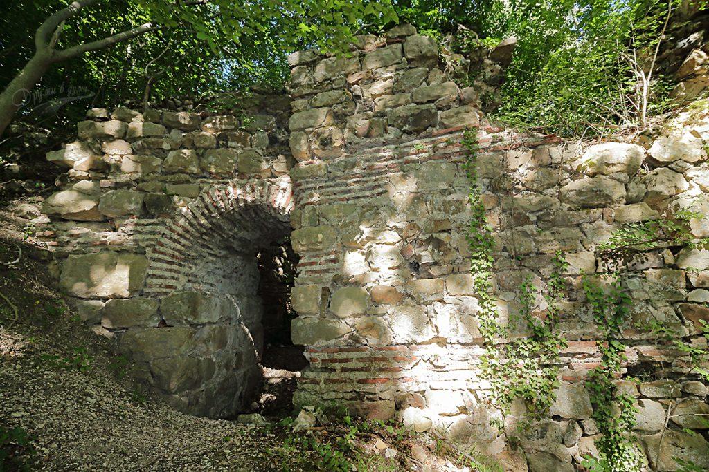Кипиловско кале - западната порта отвън