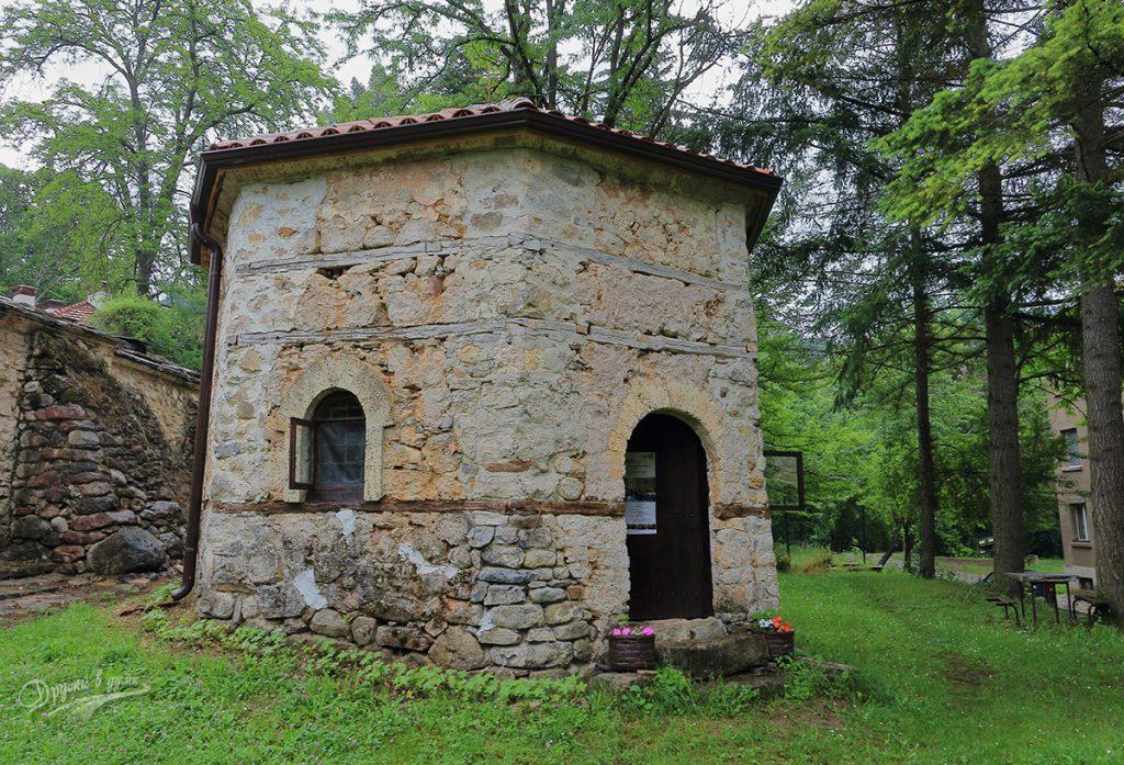 Искрецки манастир - баптистерият