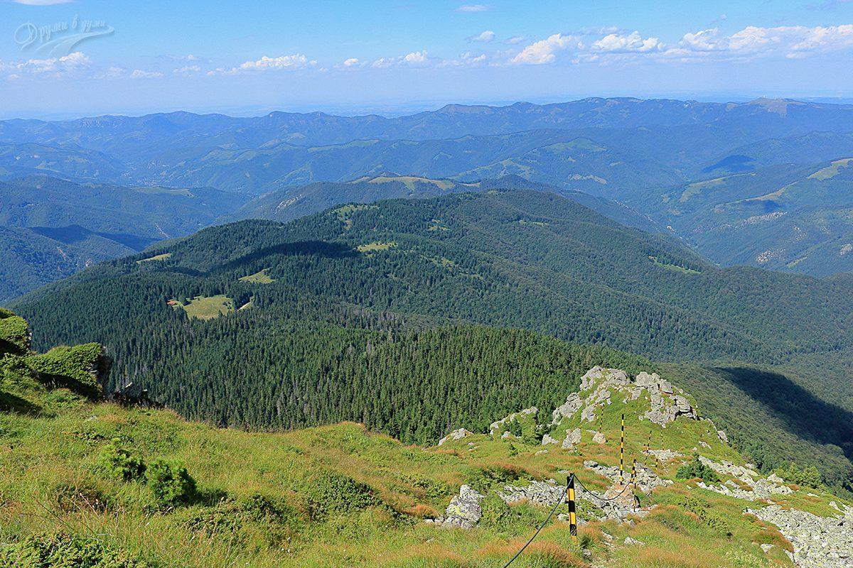 Към връх Вежен: поглед назад от високо