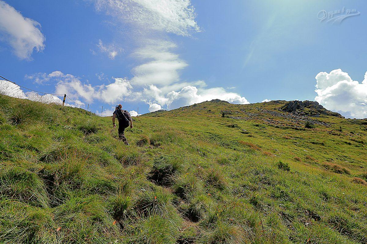 Покрай въжетата - остава още малко от стръмния участък към платото на връх Вежен