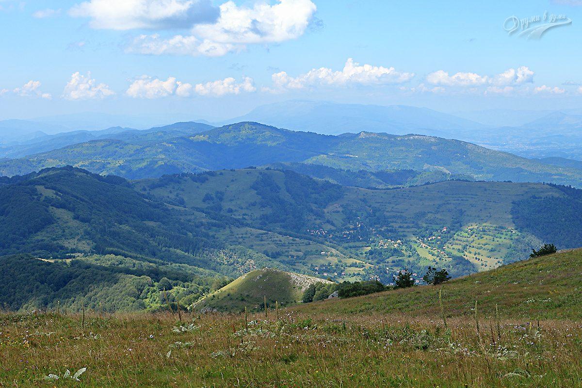 Гледка на запад - Западните покрайнини и село Вучи Дел
