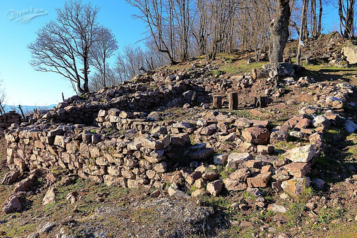 Крепост Боровец - южна страна
