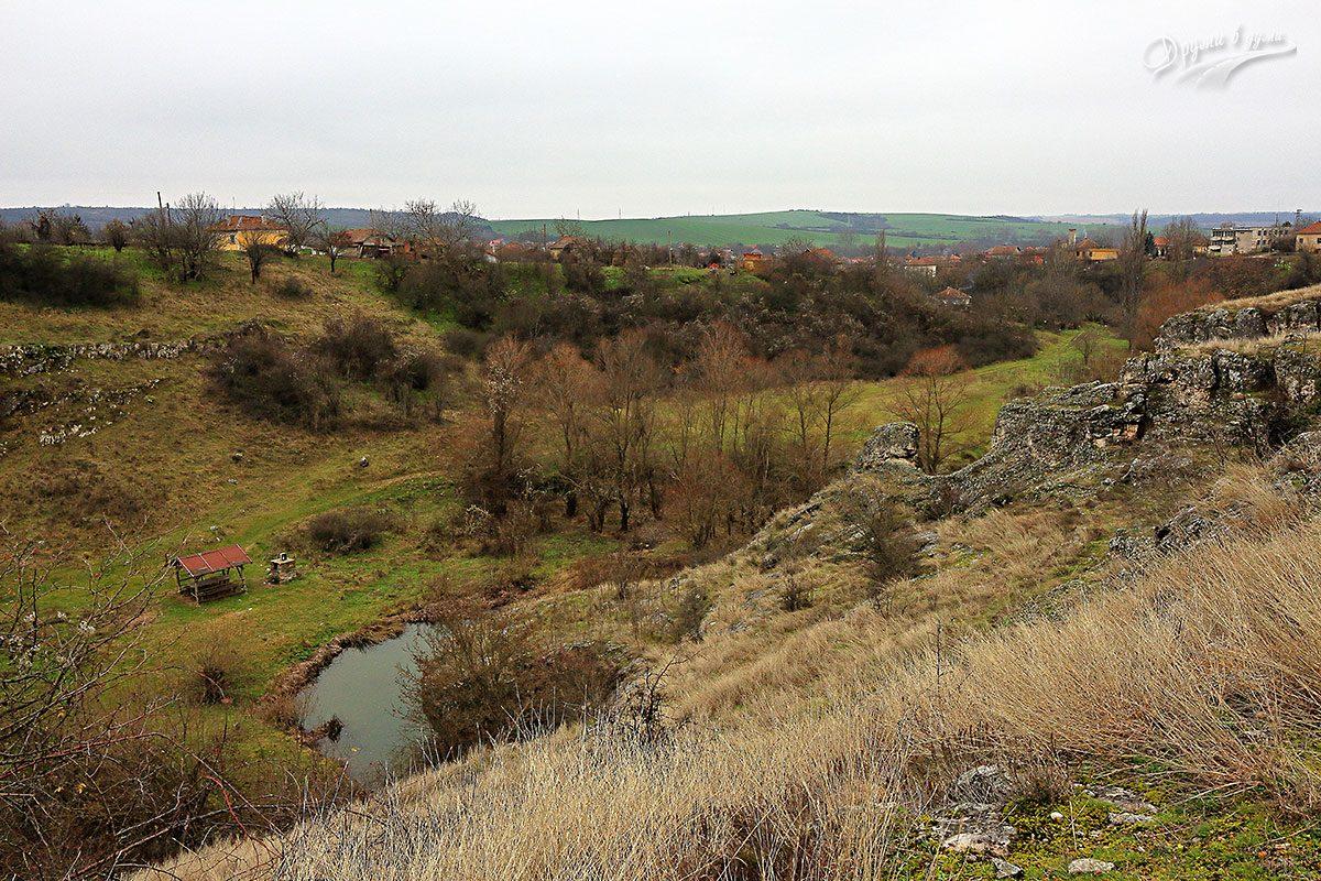 Над Пешкето - гледка към село Лиляче