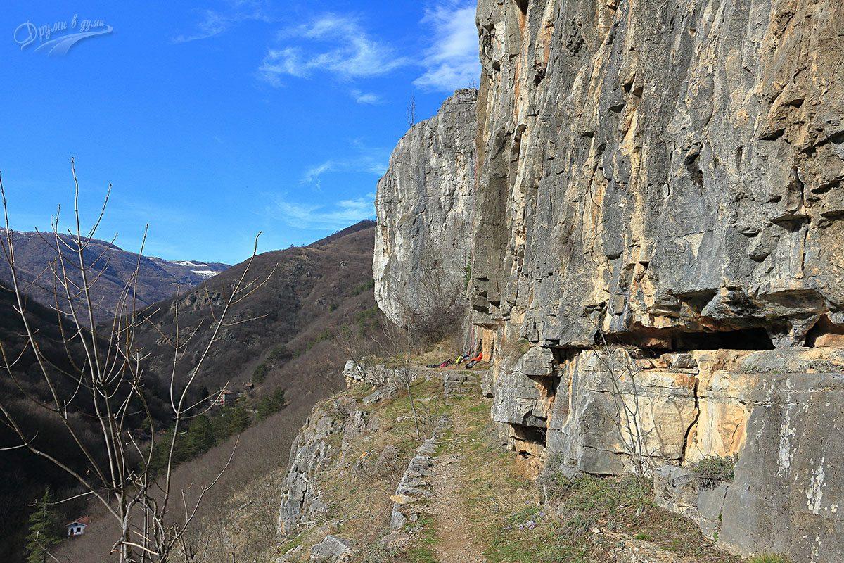 При скалния венец на Вражите дупки