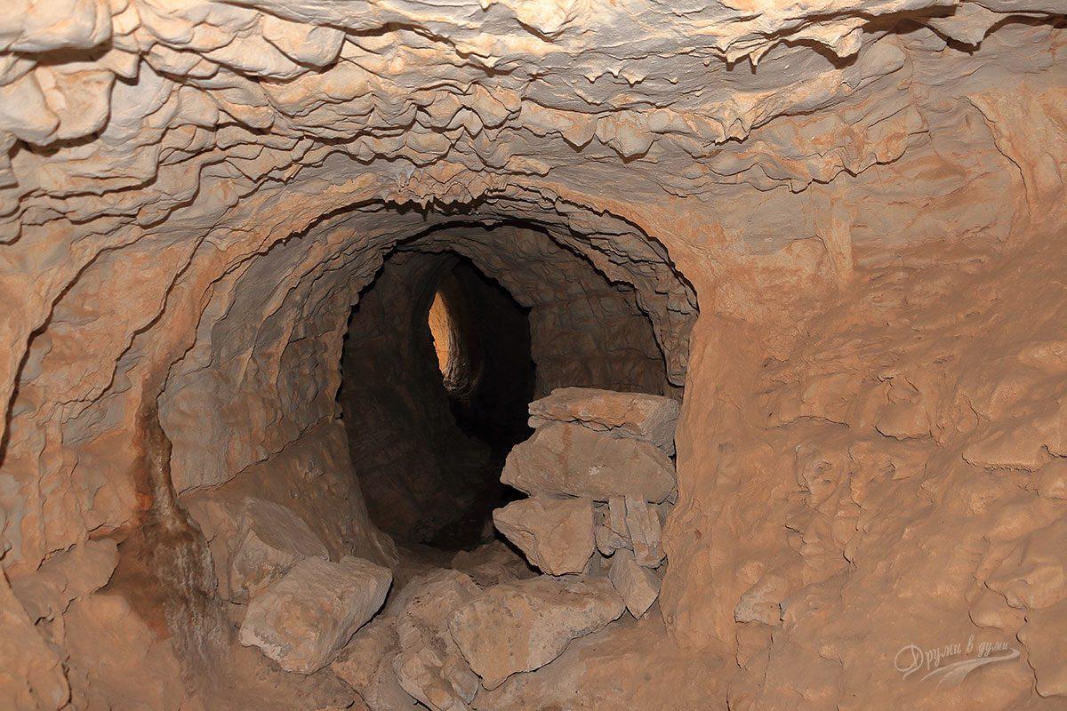 В една от Вражите дупки