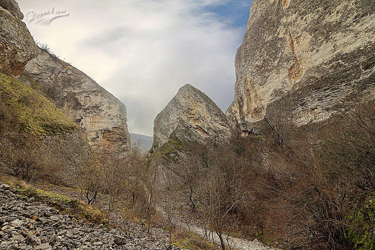 В Тектонски гребен Калето край Реселец