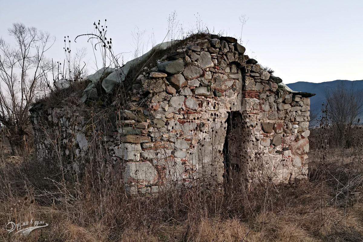 Средновековната църква до село Трудовец