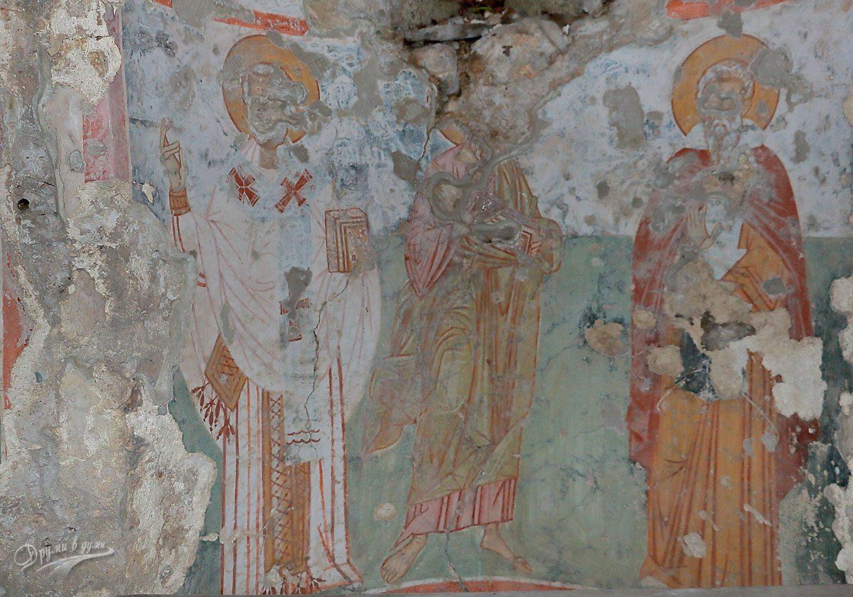 В църквата Св. Никола - тримата светии