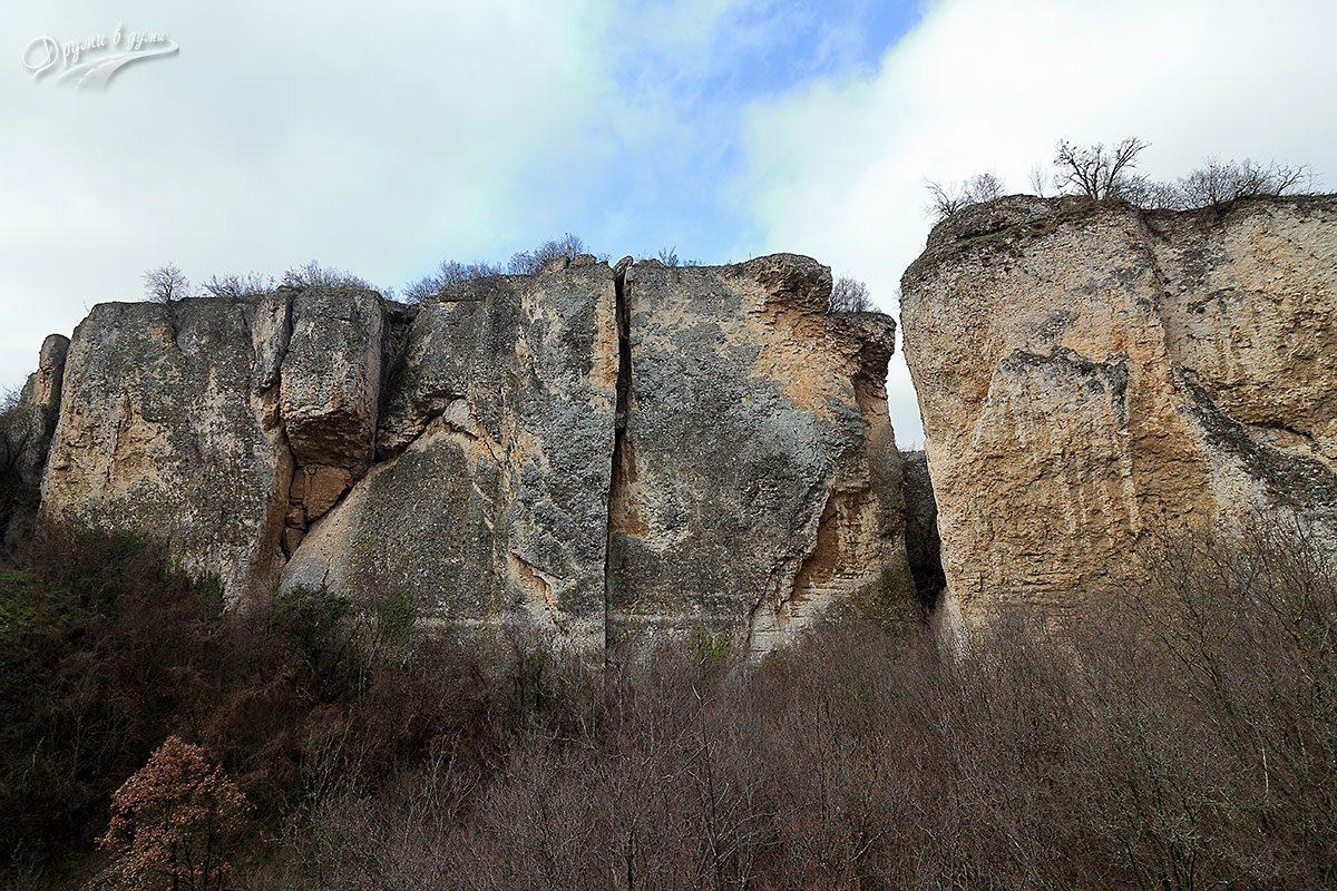 Високите стени на долината - Тектонски гребен Калето