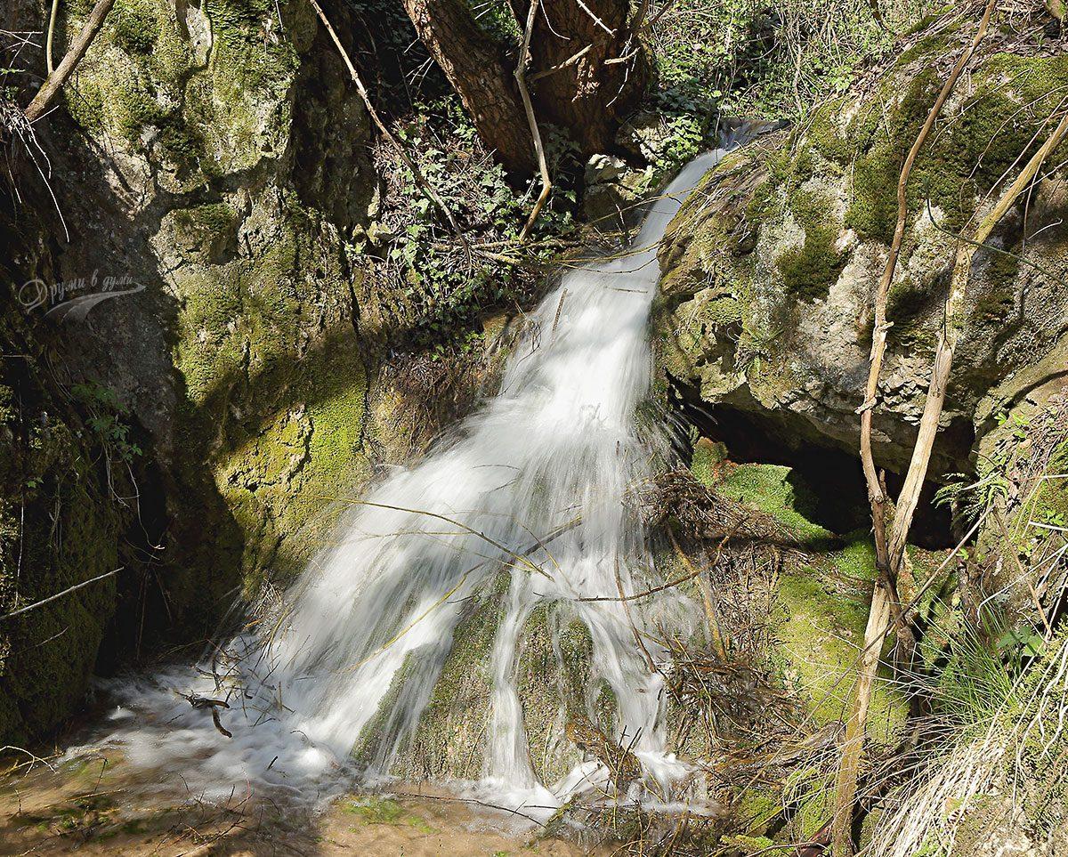Един от долните водопади по реката, с. Пещера