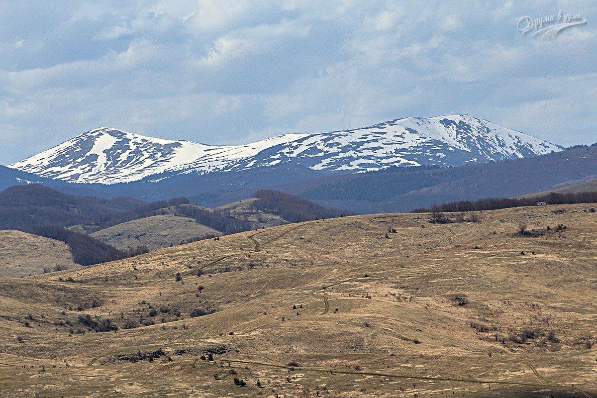 Поглед към връх Ком