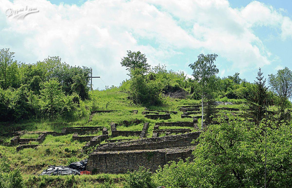 Крепост Калето в Дебнево: кадър от шосето