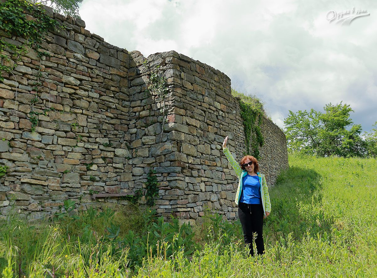 До стените на крепостта
