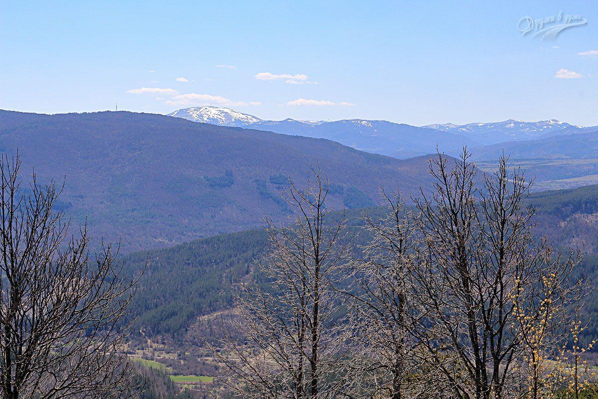 На връх Шильоко - поглед към връх Руй