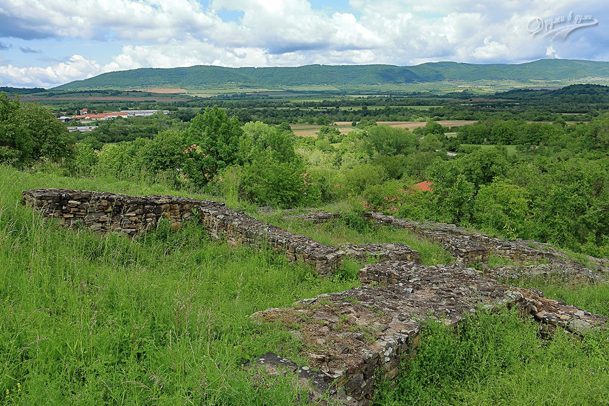 Дебнево: крепостта и гледките