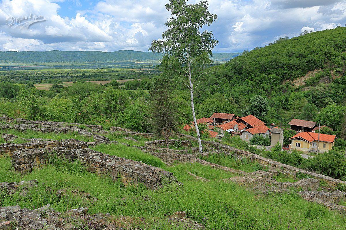 Дебнево: крепостта, гледките и близките къщи