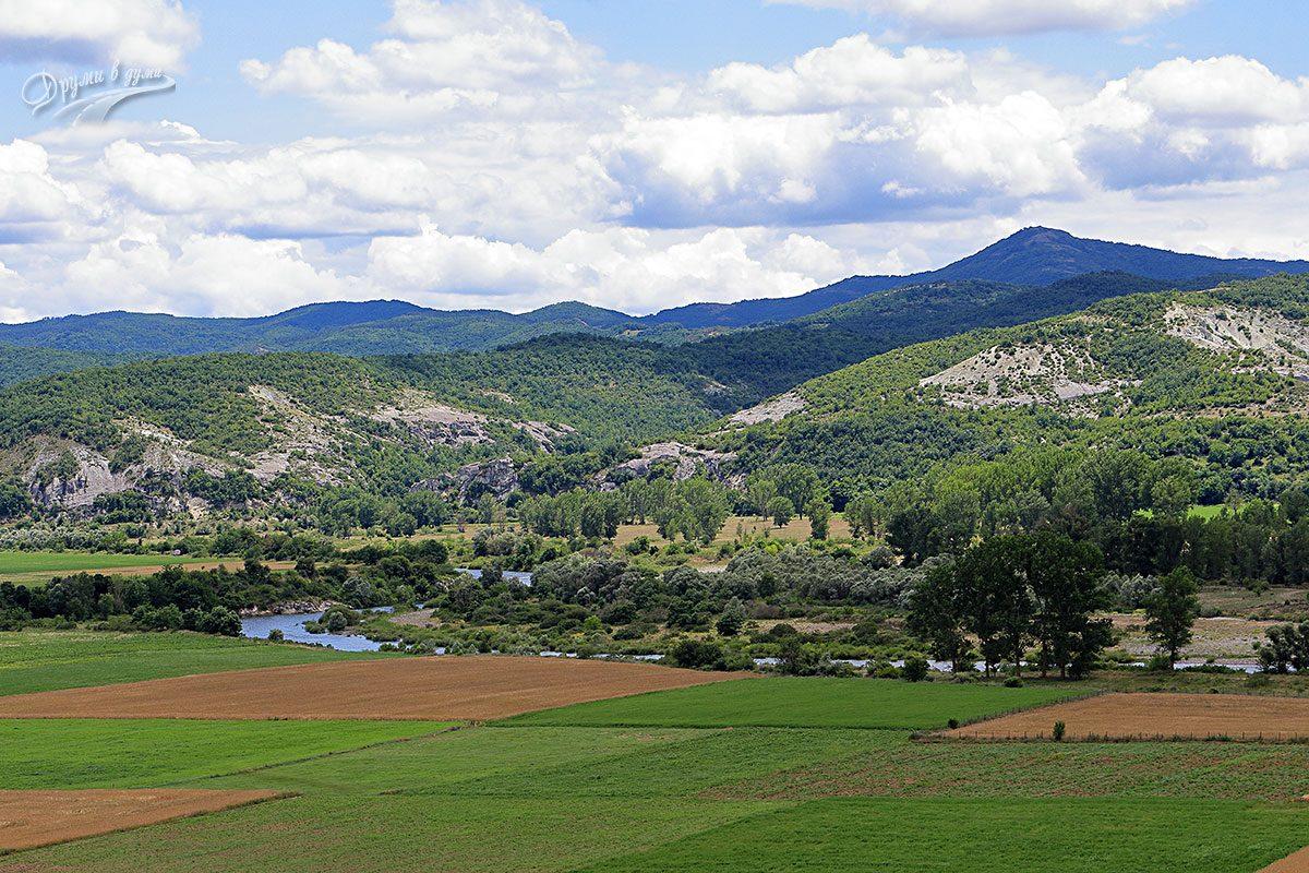 Нивите, река Арда и отсрещните хълмове