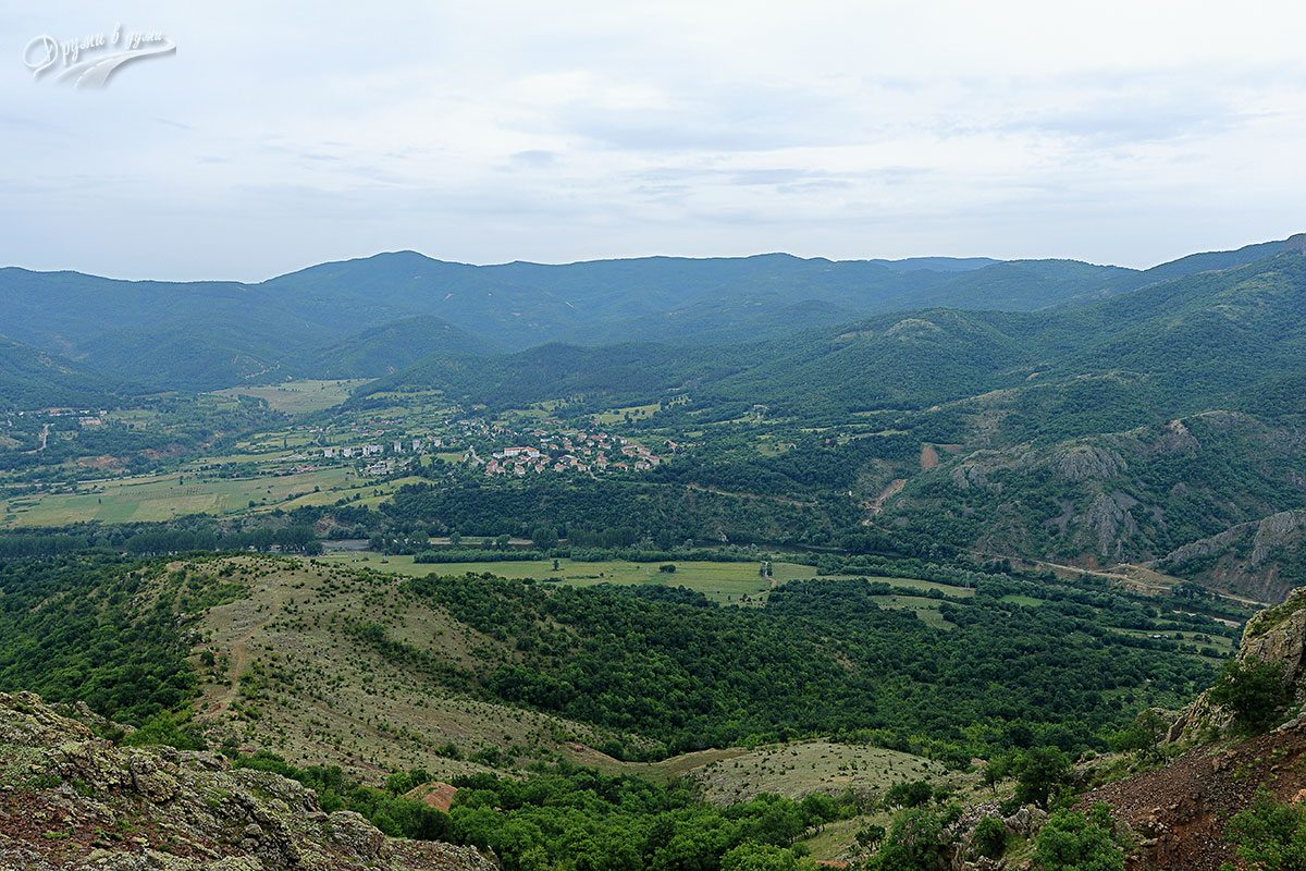 Панорамна гледка към Маджарово близо до кулата в Горно поле